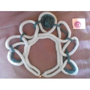 Collana girocollo in lana