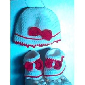 Completo cappello e scarpine in lana