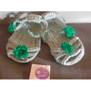 Sandaletto neonata ad uncinetto